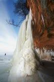 Cavernas de gelo cachoeira congelada das ilhas do apóstolo, inverno Foto de Stock Royalty Free