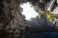 Cavernas de Melissani na ilha Grécia de Kefalonia fotografia de stock