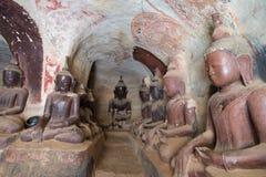 Cavernas de Taung da vitória de Pho Fotografia de Stock