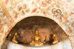 Cavernas de Taung da vitória de Pho Fotos de Stock Royalty Free