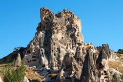 Cavernas em uma rocha fotos de stock royalty free