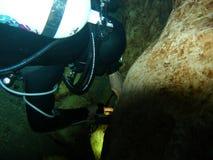 Cavernas subaquáticas de exploração - 2 Fotos de Stock Royalty Free