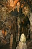 "Caverne ""Bilsteinhohlen ""avec des stalagmites et des stalactites près de Warstein dans Sauerland, Allemagne photos stock"