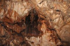 Caverne avec des stalactites et des stalagmites en Croatie photos stock