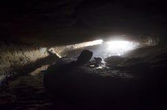 Caverne avec la lumière à l'extrémité Image libre de droits