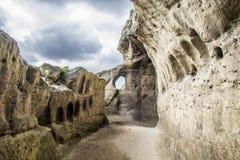 Caverne avec le ciel bleu Photographie stock libre de droits