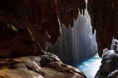 Caverne avec le lac Photos stock