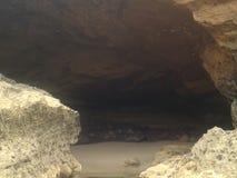Caverne dans la plage Photographie stock libre de droits