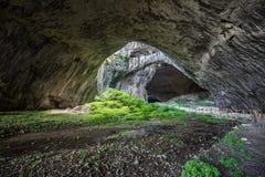 Caverne de Devetashka, Bulgarie Photos stock