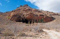 Caverne de Dogub, roches rouges, île d'île de Socotra, Yémen, excursion 4x4 Image stock