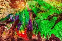 Caverne de Furong en parc national de géologie de Wulong Karst, Chine images libres de droits