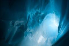 Caverne de glace bleue Photographie stock libre de droits