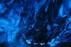 Caverne de glace bleue en cristal Images libres de droits