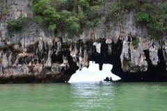 Caverne de grotte de Tham Lod Yai Photographie stock