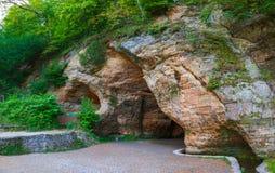 Caverne de Gutmanis dans Sigulda image libre de droits