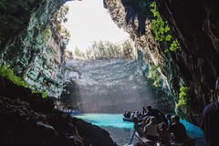 Caverne de Melissani dans Kefalonia photos libres de droits