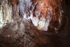 Caverne de sel avec des stalactites Photo stock