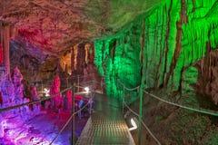 Caverne de Sfendoni sur Crète Photos libres de droits