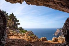Caverne de Vasi Rotti en littoral de Caccia de capo images stock