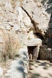 Caverne de Yaltinskaya sur le plateau d'AI-Pétri en Crimée Photographie stock libre de droits
