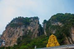 Caverne di Batu Tempio indiano con oro Kuala Lumpur, Malesia Immagini Stock Libere da Diritti