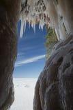 Caverne di ghiaccio delle isole dell'apostolo sul lago Superiore congelato, Wisconsin fotografia stock libera da diritti