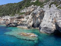 Caverne ed il mare ionico immagini stock libere da diritti