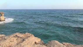 Caverne ed il Mediterraneo del mare stock footage