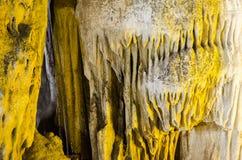 Caverne en pierre de stalactite Images stock