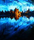 Caverne multicolore de Reed Flute province à Guilin, Guangxi de la Chine photographie stock
