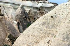 Caverne scolpite dal tufo colorato Fotografie Stock