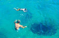 Caverne subacquee ed operatori subacquei non identificati, Mugla, Turchia fotografie stock libere da diritti