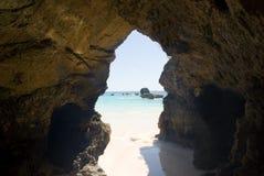 Caverne sur la mer Image libre de droits