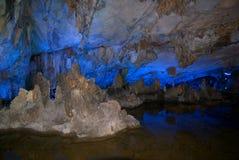Caverne tubulaire de cannelure photo stock