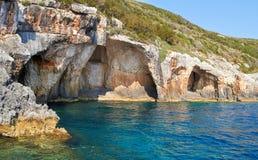 Cavernes bleues au jour ensoleillé lumineux Zakinthos Grèce Photos stock