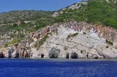 Cavernes bleues dans Zakynthos, Grèce images stock