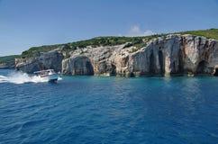 Cavernes bleues dans Zakynthos, Grèce photo stock