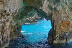 Cavernes bleues dans Zakynthos, Grèce Image stock