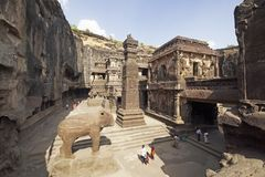 Cavernes d'Ellora. Temple indou antique de roche Image stock