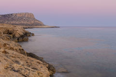 Cavernes de mer au coucher du soleil La mer Méditerranée paradis de nature d'élément de conception de composition Images libres de droits