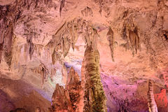 Cavernes de stalactite de Jiuxiang Photo stock