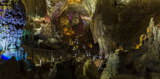 Cavernes de stalactite de PROMETHEUS en Géorgie Images stock