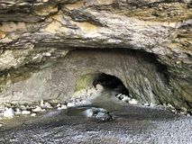 Cavernes préhistoriques de Wildkirchli ou mourir Wildkirchlihöhle Höhlebäre ou Hoehlebaere et Eesidle dans la région d'Appenze images stock