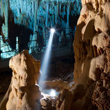 cavernstalactitestalagmite Arkivfoto