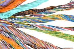 Cavi del computer di rete, trasmissione astratta nei sistemi di telecomunicazioni Fotografie Stock