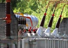 Cavi del trasformatore nella centrale elettrica industriale Fotografia Stock