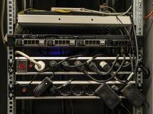 Cavi delle attrezzature di comunicazione fotografia stock libera da diritti
