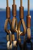 Cavi e corde di sicurezza sul traghetto Immagini Stock Libere da Diritti