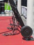 Cavi elastici all'aperto alla palestra per l'allenamento di forma fisica di Inter-misura Fotografie Stock Libere da Diritti