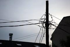Cavi elettrici intreccianti immagini stock libere da diritti
